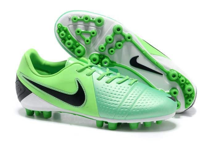 chaussures-balotelli-nike-ctr-360-maestri-menthe