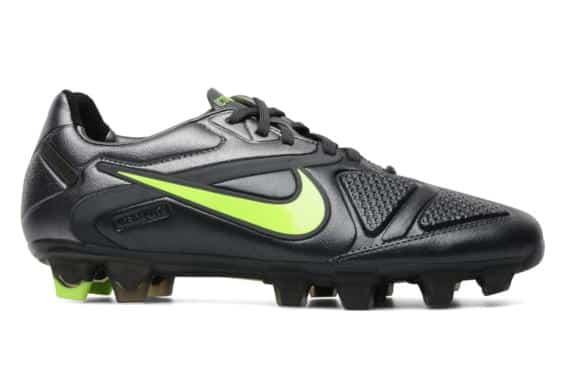 chaussures-balotelli-nike-ctr-360-maestri-noir-lime