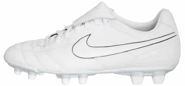 chaussures-balotelli-nike-tiempo-air-legend-II-blanc