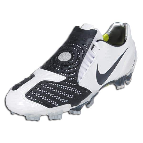chaussures-balotelli-nike-total-90-laser-II