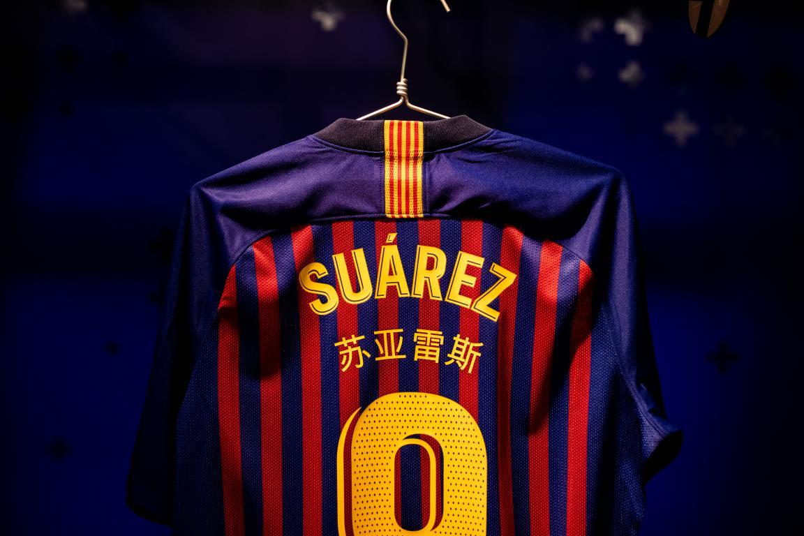 maillot-fc-barcelone-suarez-2018-2019-chinois
