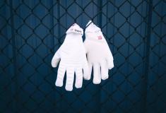 Image de l'article adidas célèbre le 100ème clean sheet de De Gea avec une paire de gants spéciale