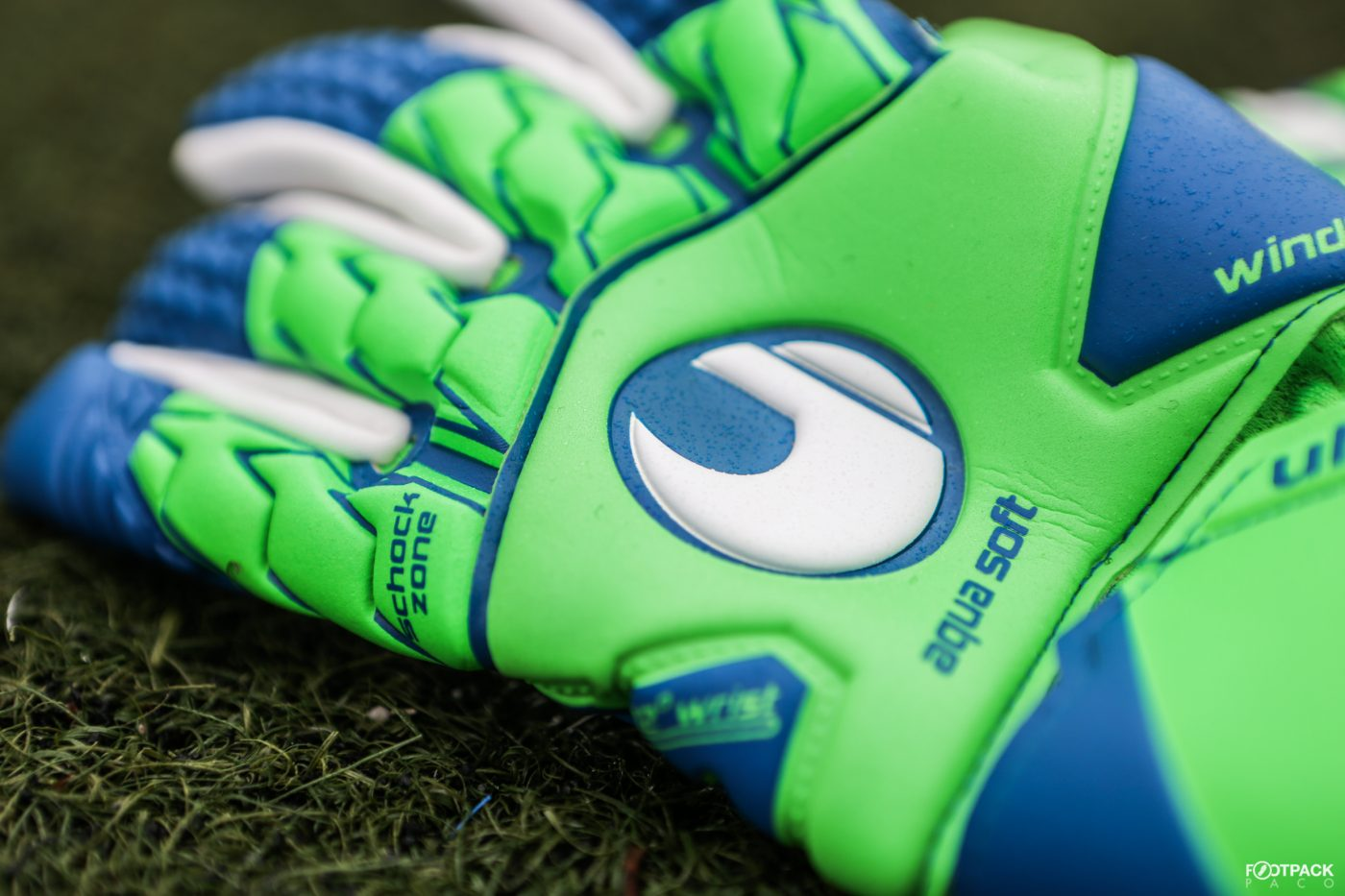 gants-uhlsport-aquasoft-HN-windbreaker-1