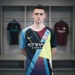 Nike dévoile un maillot mashup pour ses adieux avec Manchester City