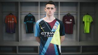 Image de l'article Nike dévoile un maillot mashup pour ses adieux avec Manchester City