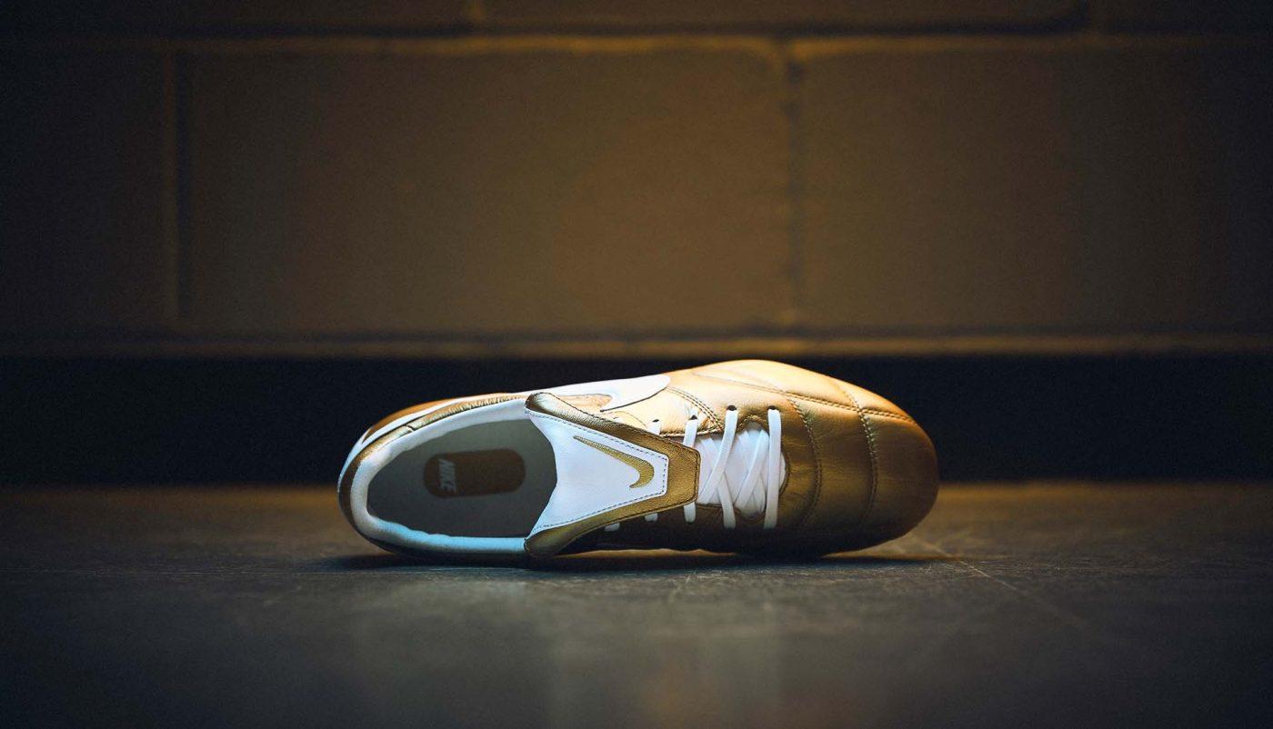 nike-premier-2.0-or-blanc-ronaldinho-4