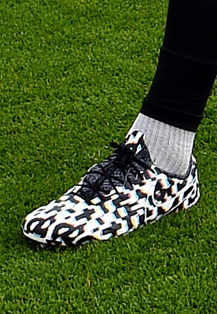 chaussures-mystere-virgil-van-dijk-2