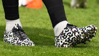 Image de l'article Virgil Van Dijk s'affiche avec une paire de chaussures mystère