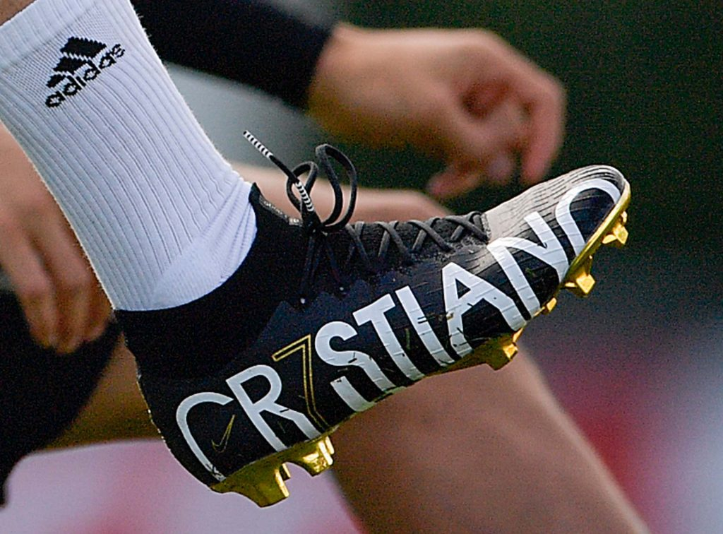 chaussures-speciales-mercurial-superfly-cristiano-ronaldo-CR7