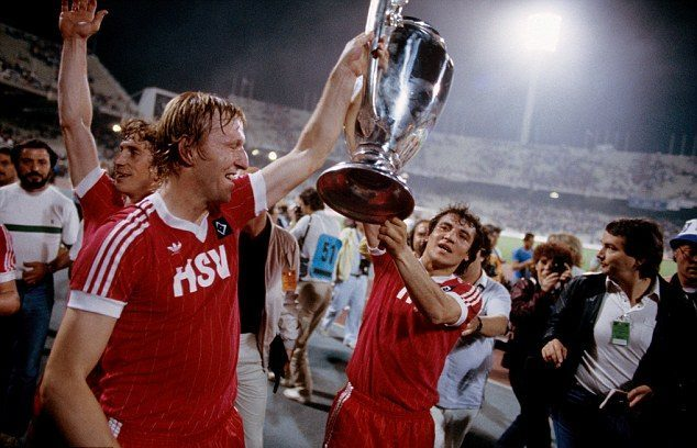 maillot-finale-ligue-des-champions-hambourg-1983