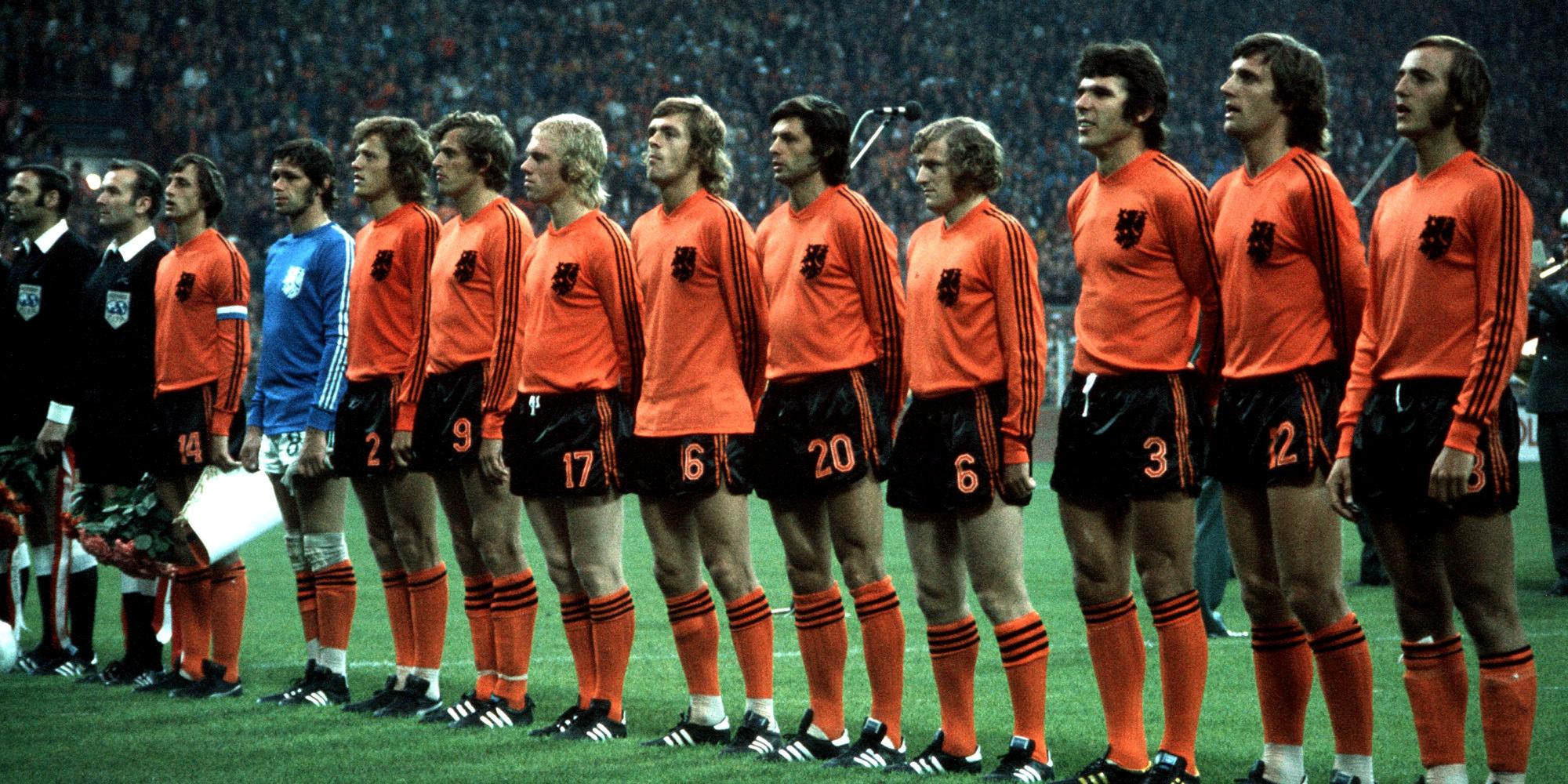 maillot-football-adidas-johann-cruyff-deux-bandes-1974-avril-2019-footpack