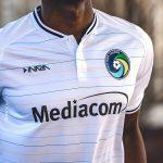 Le légendaire club de New-York Cosmos a de nouveaux maillots