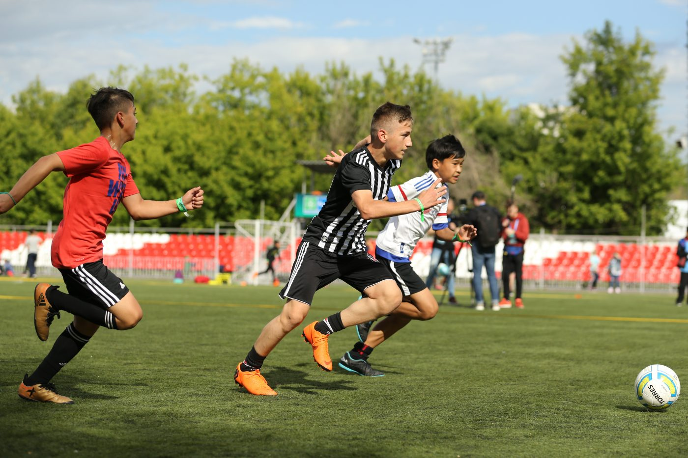 football-pour-amitie-programme-uefa-fifa-gazprom-4