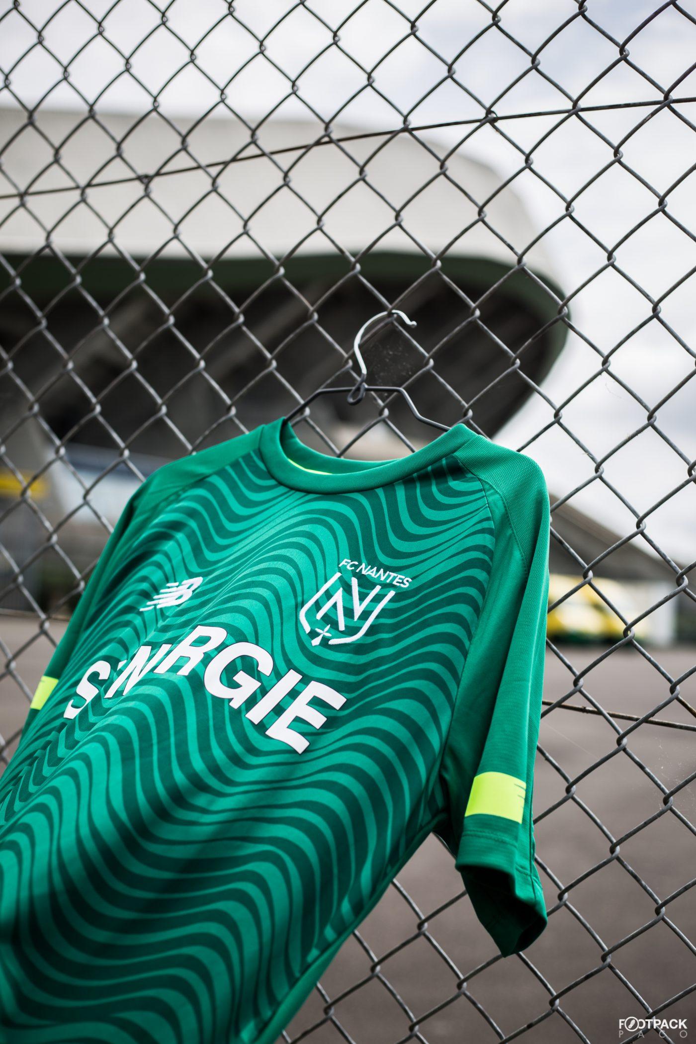 maillot-exterieur-fc-nantes-2019-2020-new-balance-footpack-2