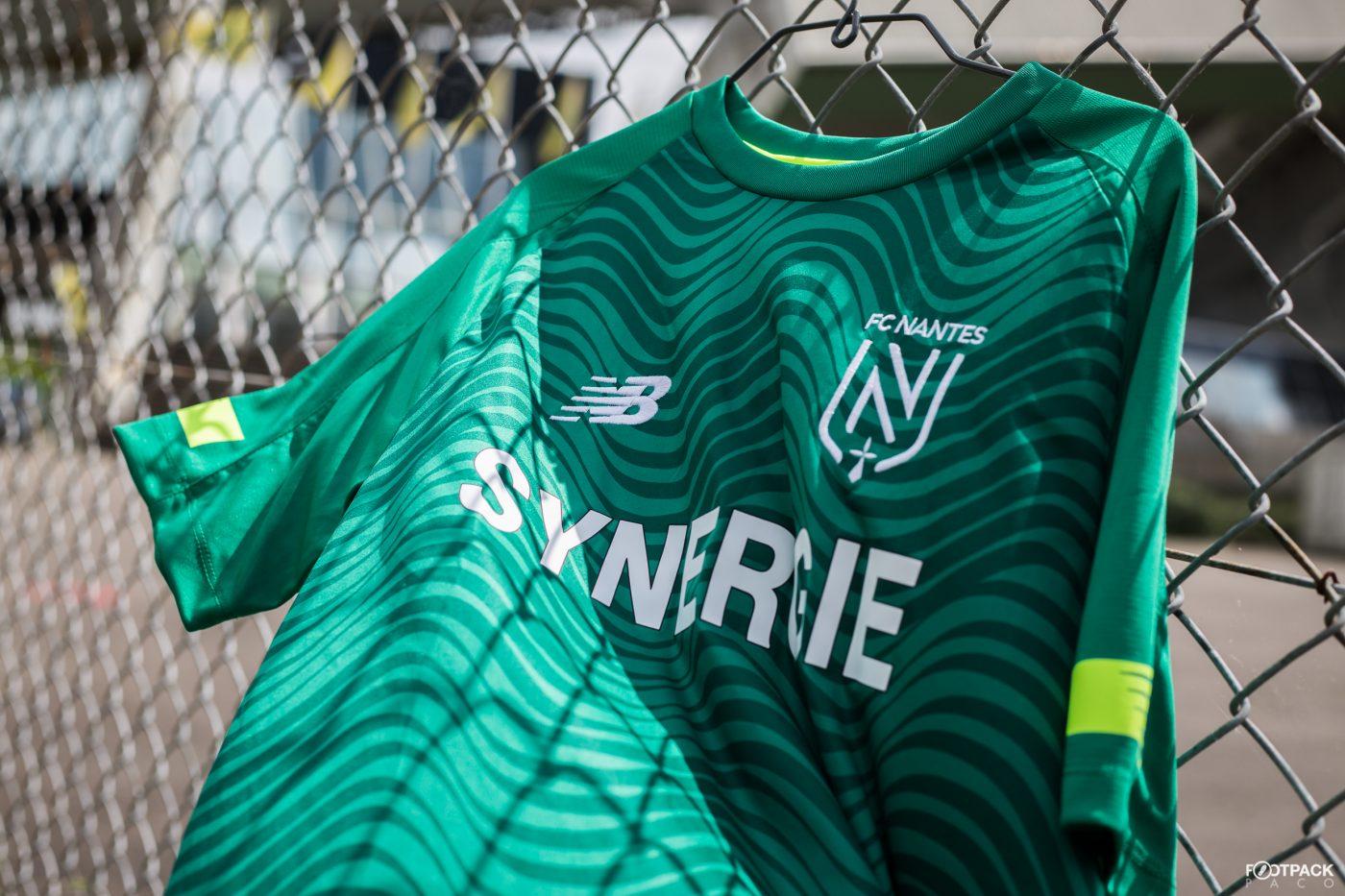 maillot-exterieur-fc-nantes-2019-2020-new-balance-footpack-4