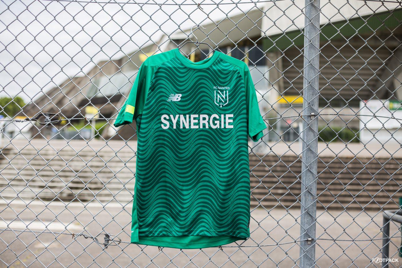 maillot-exterieur-fc-nantes-2019-2020-new-balance-footpack-7