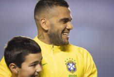 Image de l'article Dani Alves s'affiche avec une Nike Mercurial Superfly personnalisée