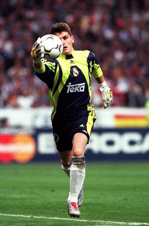 iker-casillas-ligue-des-champions-2000-gants-adidas-1