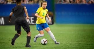Image de l'article Pourquoi l'équipe du Brésil a joué avec le logo aux 5 étoiles face à la France ?