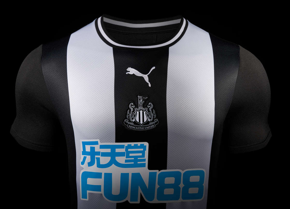 maillot-domicile-newcastle-united-2019-2020-puma