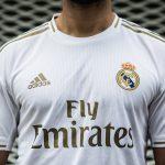 Pourquoi le Real Madrid joue avec des maillots blancs ?