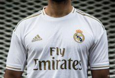 Image de l'article Pourquoi le Real Madrid joue avec des maillots blancs ?