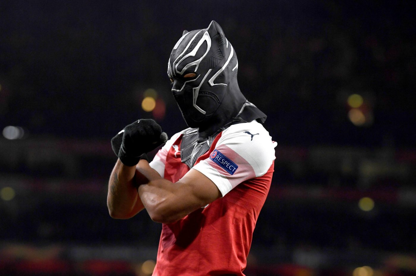 aubameyang-celebration-black-panther-footpack-2019-