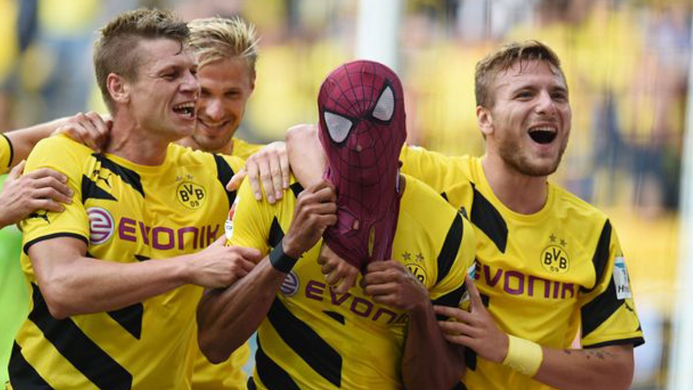 aubameyang-celebration-spider-man-footpack-2019-1