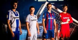 Image de l'article Levante présente avec Macron ses maillots 2019-2020