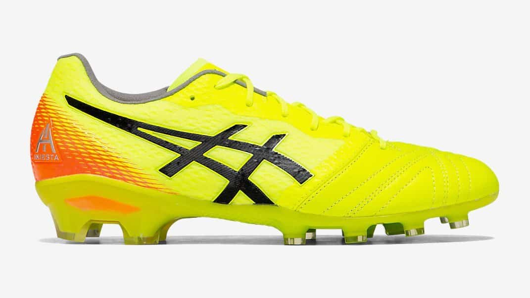 Soldes > chaussure de foot asics > en stock