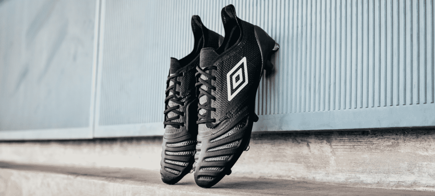 umbro-ux-accurro-2-blackout-1