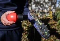 Image de l'article Brosse Tiraka, l'accessoire indispensable pour nettoyer vos chaussures de foot ?