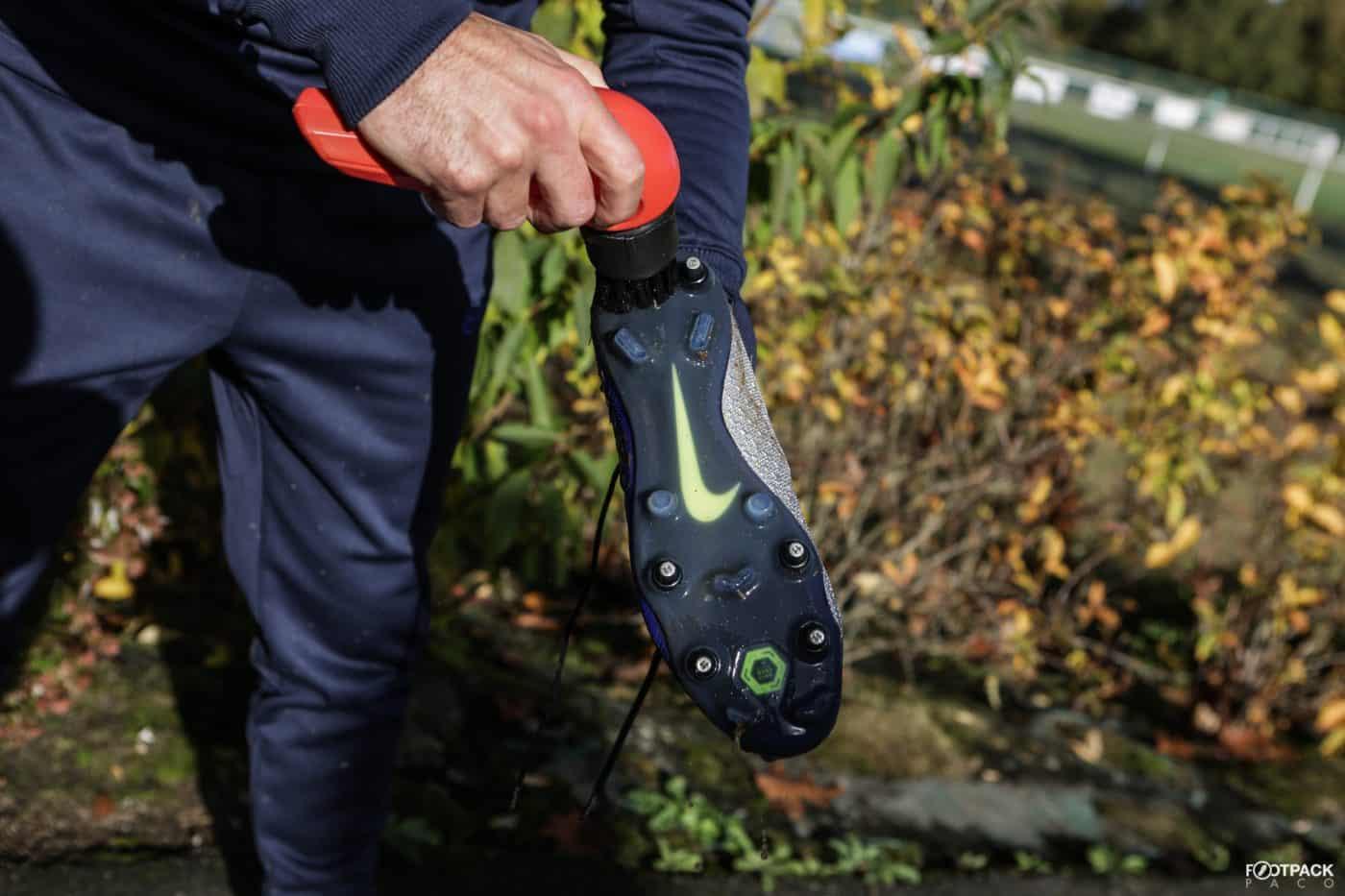 brosse-tiraka-comment-nettoyer-ses-chaussures-de-football-footpack-4