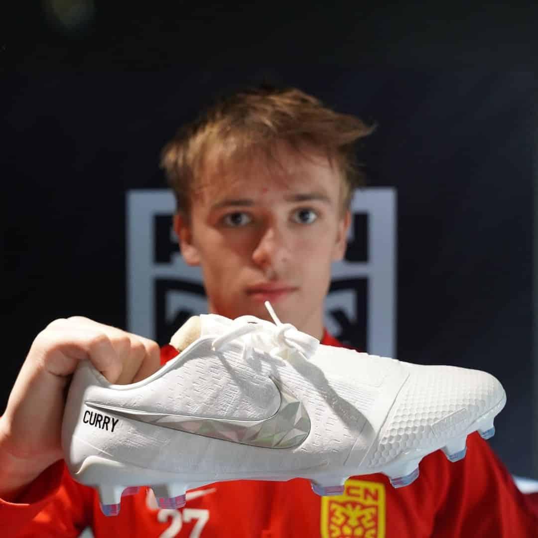 chaussures-nike-joueurs-fc-Nordsjælland-black-history-month-3
