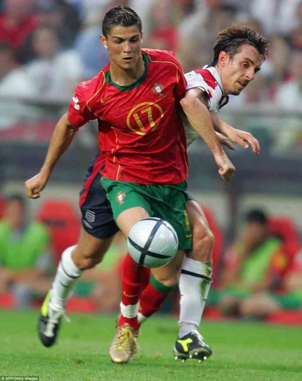 maillot-football-nike-cristiano-ronaldo-portugal-2004-footpack-2019