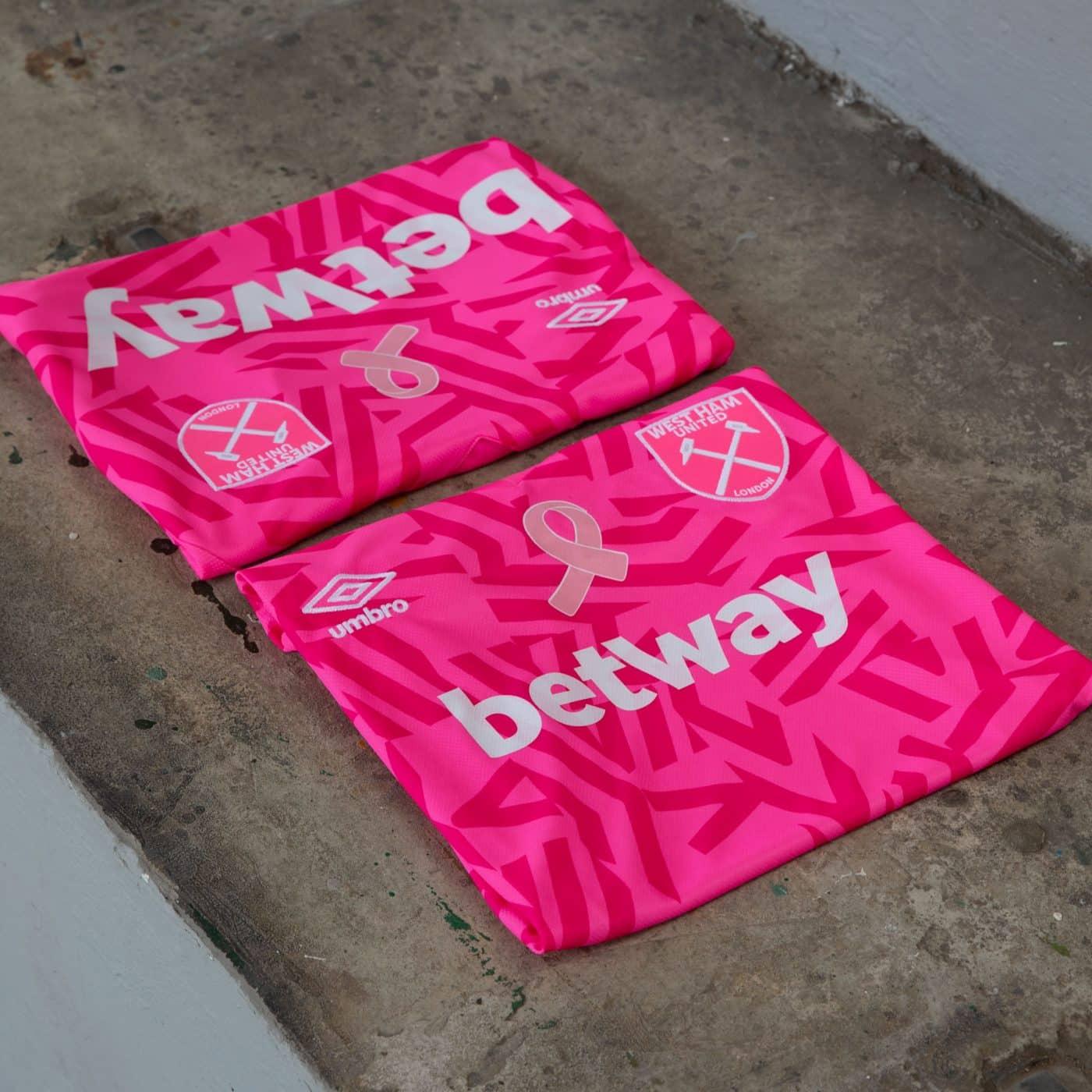 maillot-rose-swet-ham-united-cancer-du-sein-octobre-rose-4