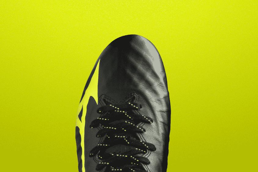 chaussures-foot-mizuno-rebula-3-noire-jaune-brazilian-spirit-footpack-2019-5
