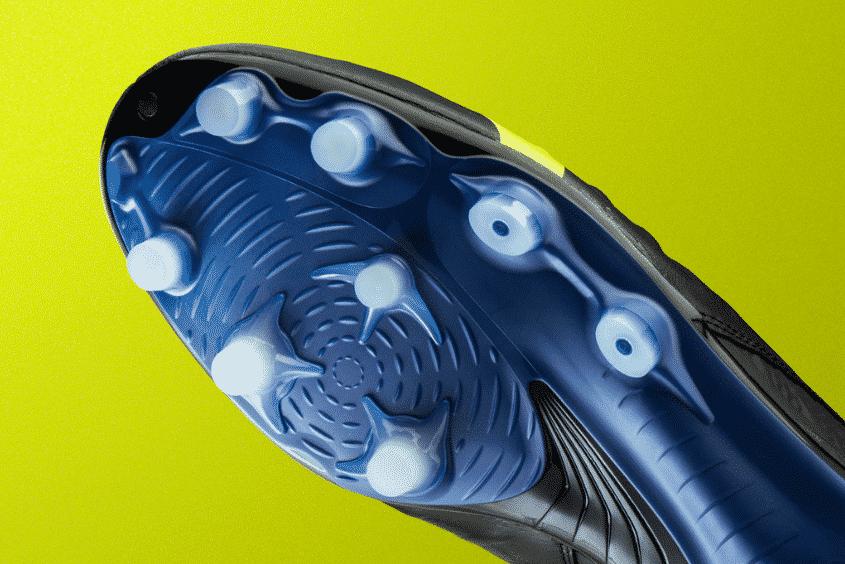 chaussures-foot-mizuno-rebula-3-noire-jaune-brazilian-spirit-footpack-2019-6