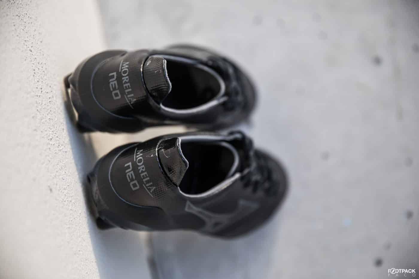 mizuno-morelia-2-neo-beta-noir-footpack-11