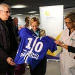 Quand le club de Troyes transforme ses maillots en «super-blouses» pour les enfants malades