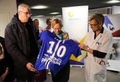 Image de l'article Quand le club de Troyes transforme ses maillots en «super-blouses» pour les enfants malades