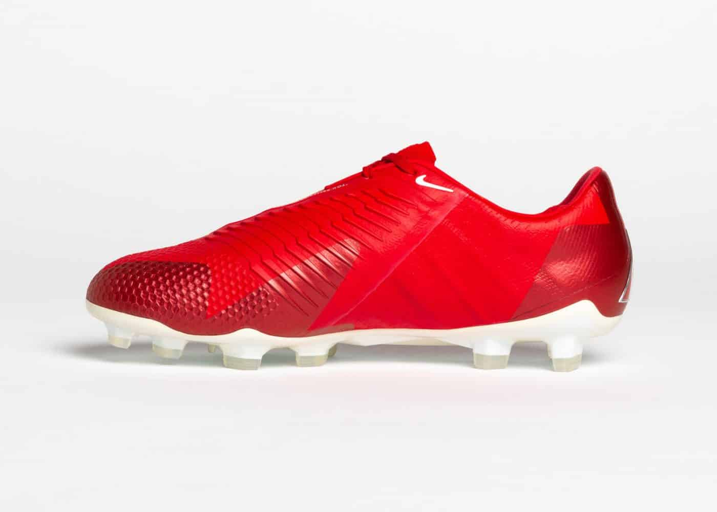 chaussures-foot-nike-phantom-venom-christine-sinclair-record-buts-13