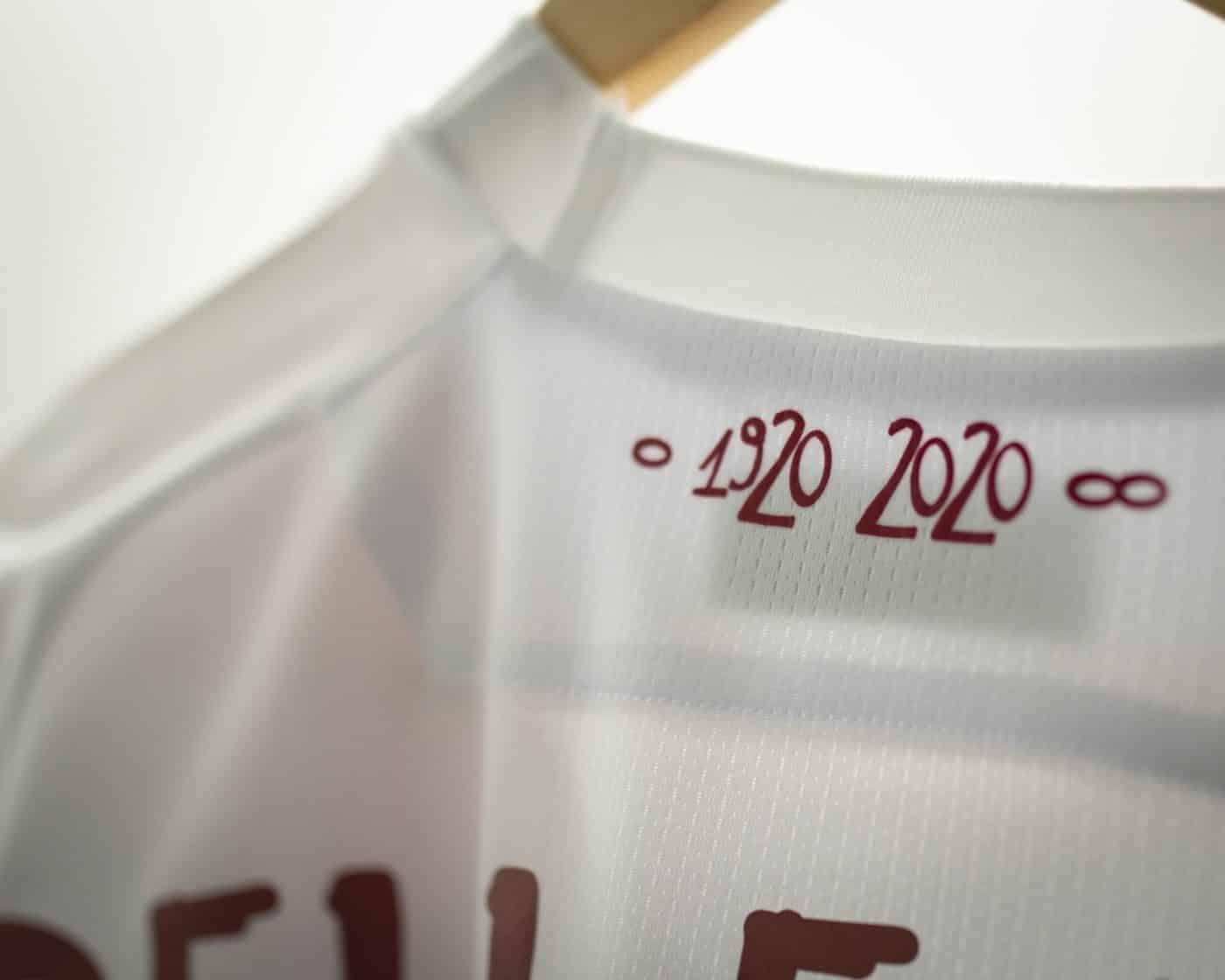 maillot-100-ans-cagliari-janvier-2020-macron-2