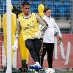 Alphonse Areola avec une nouvelle paire de gants uhlsport ?