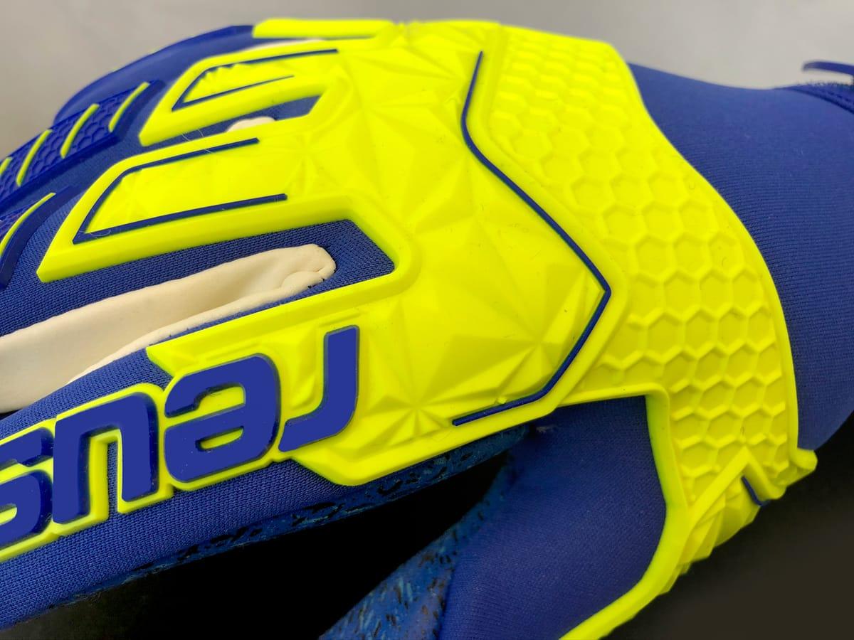 gants-gardiens-reusch-attrakt-ltd-1