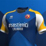 Quatre clubs italiens s'unissent sur un seul maillot de foot