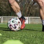 Seulement 1,7% des footballeurs jouent avec des chaussures sans lacets!