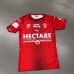Le Nimes Olympique lance un maillot en faveur du CHU de la ville