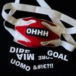 Un club de foot lance un masque à expressions footballistiques interchangeables!