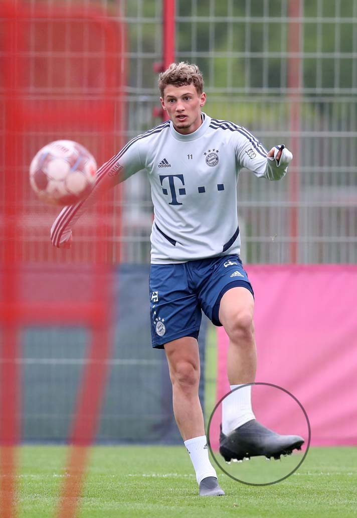 mickael-cuisance-bayern-munich-chaussures-masquees-1